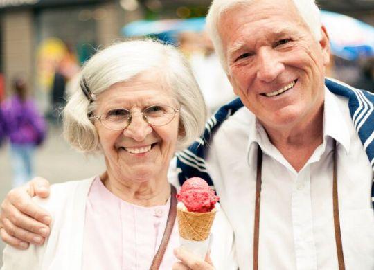 couple with ice cream